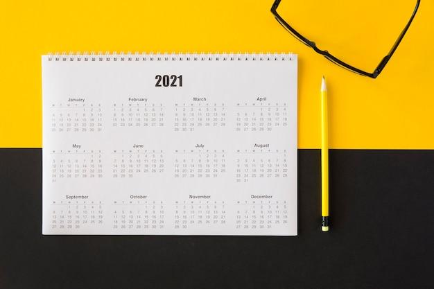 Planificador de vista superior calendario 2021 y clases de lectura
