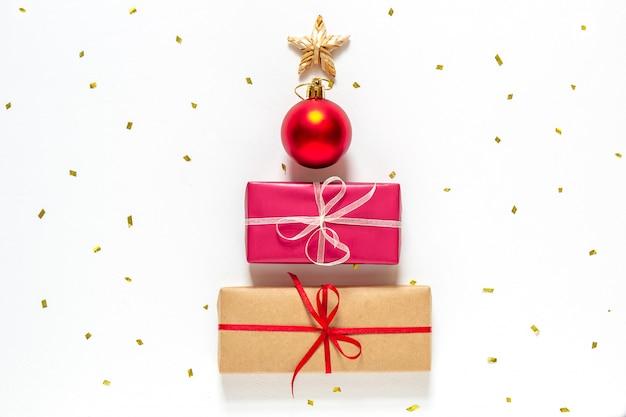 Plano de año nuevo con un árbol de navidad alternativo