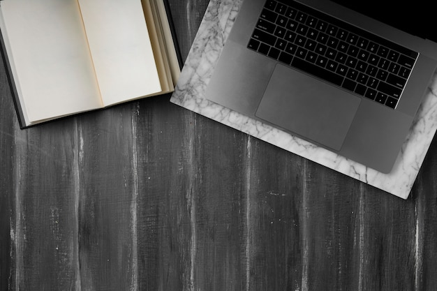 Plano de concepto de escritorio con espacio de copia