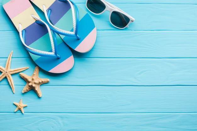 Plano concepto de vacaciones de verano con espacio de copia