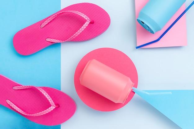 Plano de concepto de verano con accesorios de playa