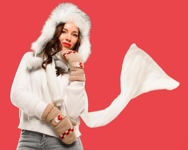 Plano medio del modelo femenino de invierno