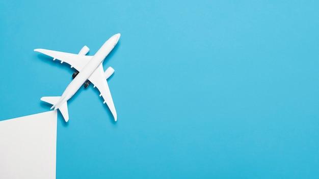 Plano no hay concepto de vacaciones con avión