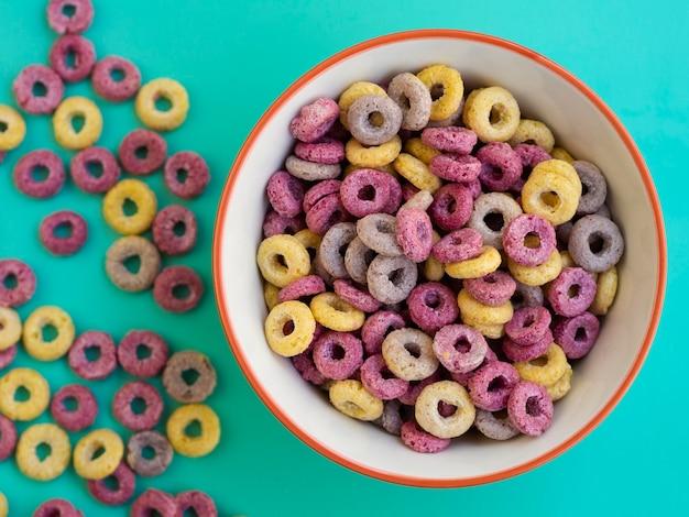 Plano pone delicioso desayuno lleno de carbohidratos