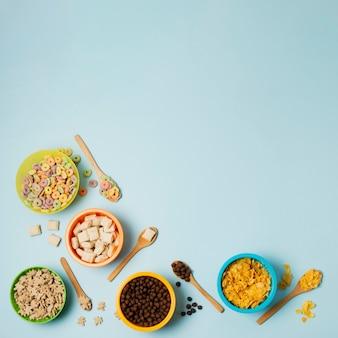 Plano sabroso marco con cereales y espacio de copia