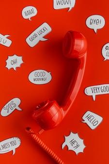 Plano de selección de burbujas de chat con receptor de teléfono