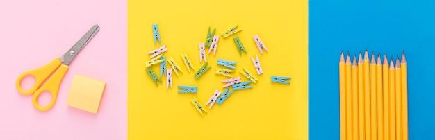 Plano de suministros de regreso a la escuela con lápices y tijeras