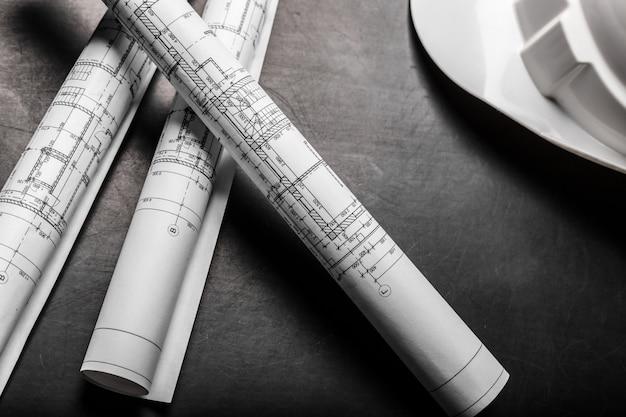 Planos de construcción de planos sobre fondo negro.