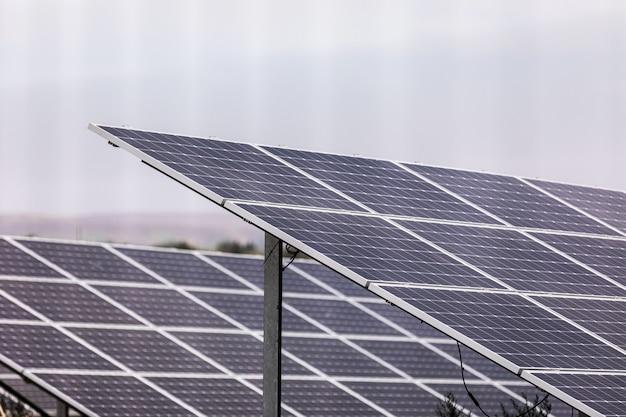 Planta de energía que utiliza energía solar renovable.
