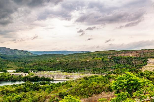 Planta hidroeléctrica de furnas en río grande, estado de minas gerais, brasil, también conocido como el mar de minas