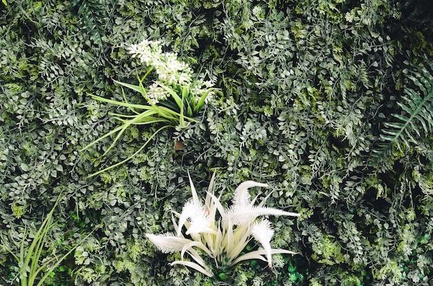 Plantas artificiales como telón de fondo