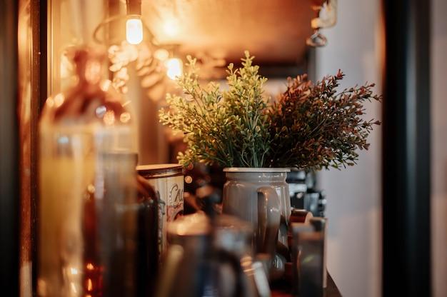 Plantas en macetas decoradas en cafeterías