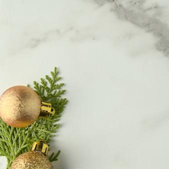 Plantilla de fondo de navidad con el marco de ramas de abeto. plano, vista superior
