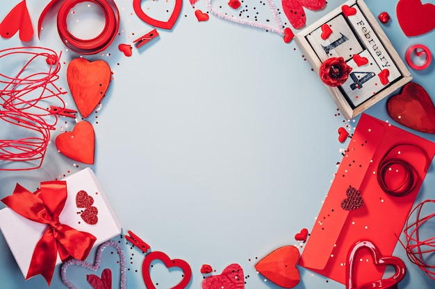 Plantilla plana de san valentín en colores rojo y gris frío