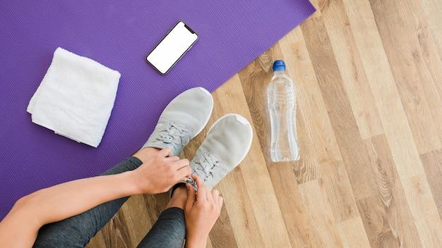 Plantilla de smartphone con concepto de yoga
