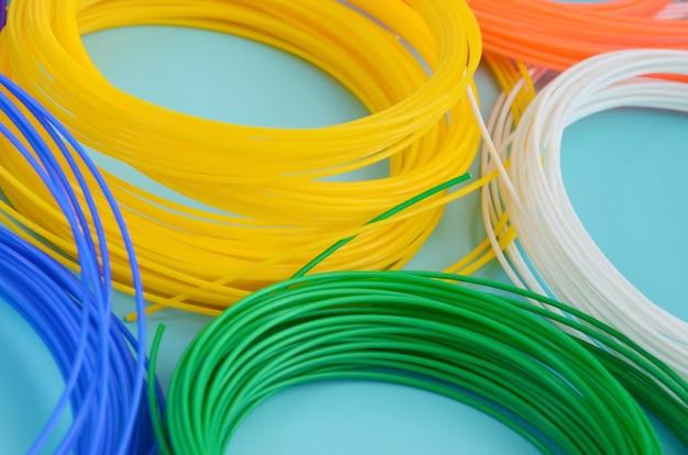 Plástico pla y material de filamento abs para imprimir en una pluma o impresora 3d de varios colores