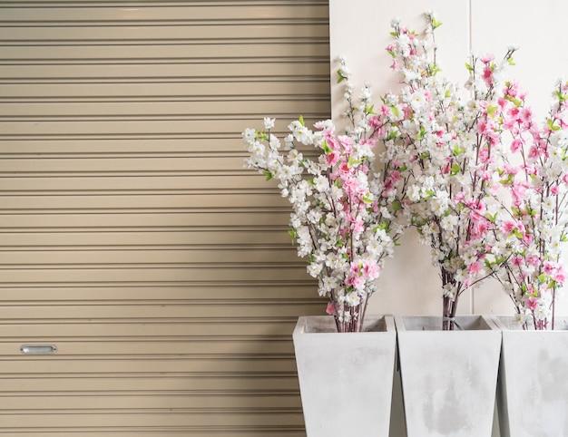 Plástico sakura en jarrón