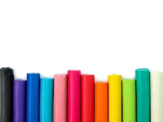 Plastilina para niños coloridos sobre fondo blanco, plastilina plastilina colorida