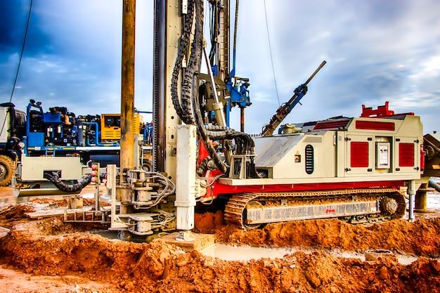 La plataforma de perforación. perforación de pozos profundos. industria exploración de minerales. bielorrusia. salihorsk 2020