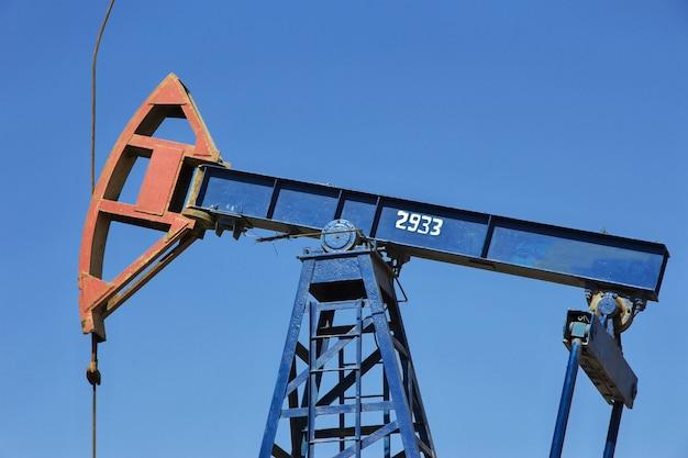 La plataforma petrolera en azerbaiyán, mar caspio