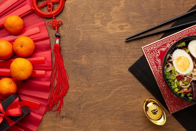 Plato de año nuevo chino con mandarinas