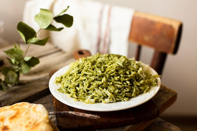 Plato aromático asiático con arroz