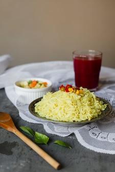 Plato de arroz indio de comida sabrosa