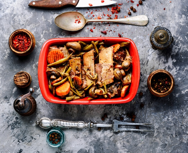 Plato de carne de res bourguignon