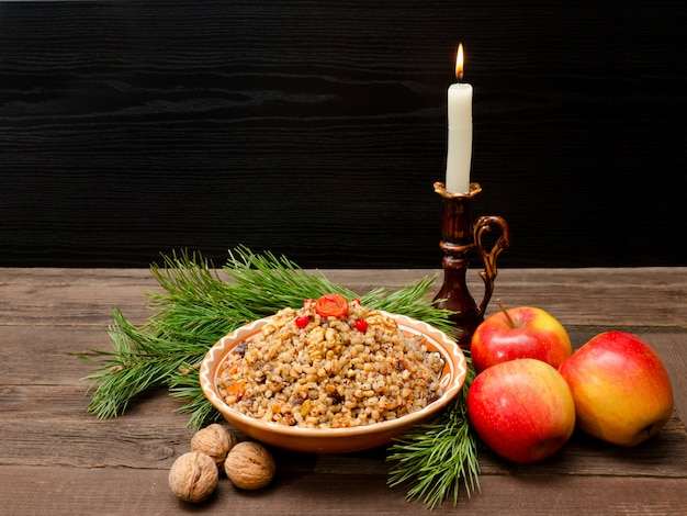 Plato de convite eslavo tradicional en nochebuena