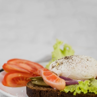 Plato con delicioso desayuno