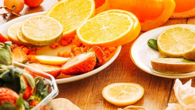 Plato de frutas con bayas