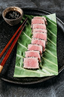 Plato japonés de alto ángulo