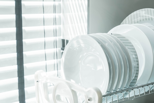 Plato limpio en un plato de rack