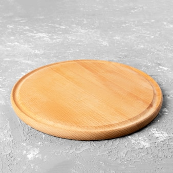 Plato de madera redondo vacío