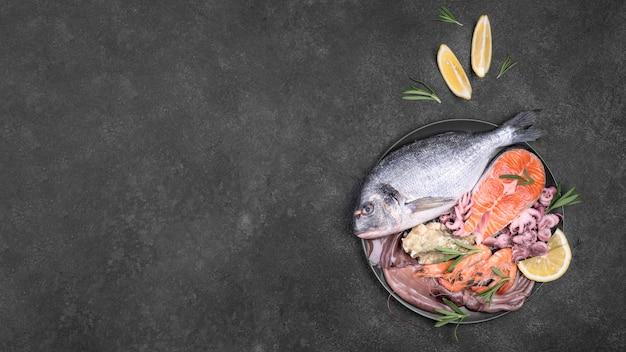 Plato de mariscos exóticos en un plato