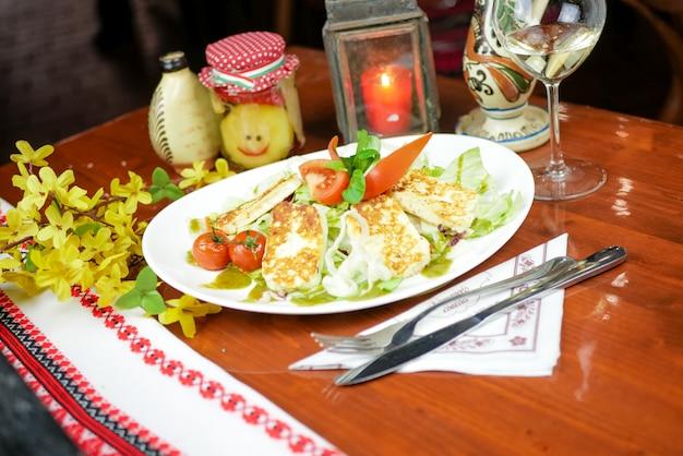 Plato principal en un restaurante