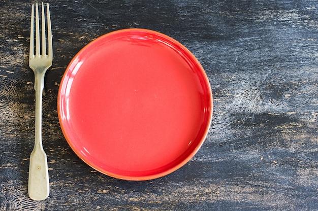 Plato y tenedor de cerámica