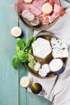Platos de queso y chorizo