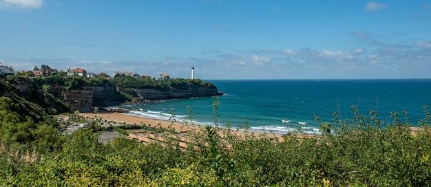 Playa de anglet con el ligthouse de biarritz