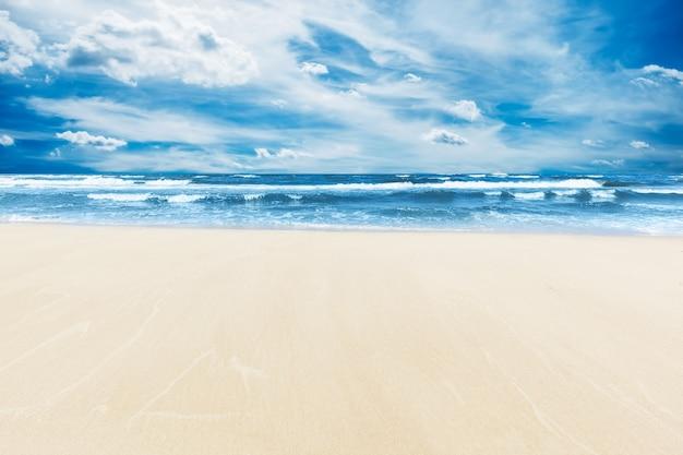 Playa con arena sin huellas