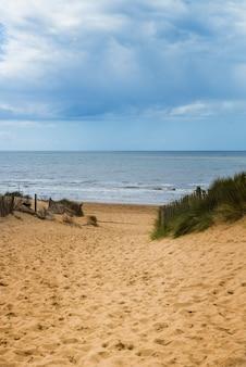 Playa de formby cerca de liverpool en un día soleado
