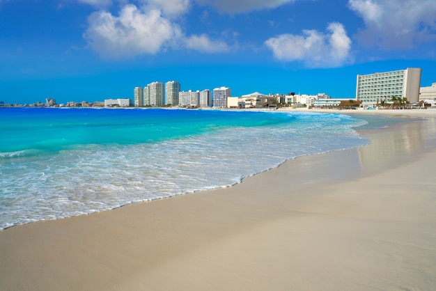 Playa del foro de cancún playa gaviota azul