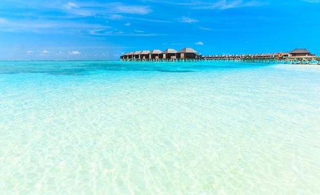 Playa y hermoso mar tropical.