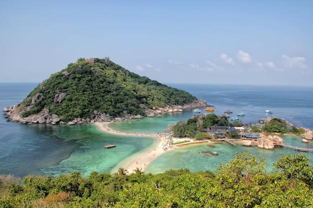 Playa de la isla nangyuan en tailandia