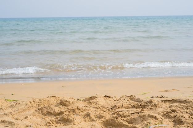 Playa tranquila en verano