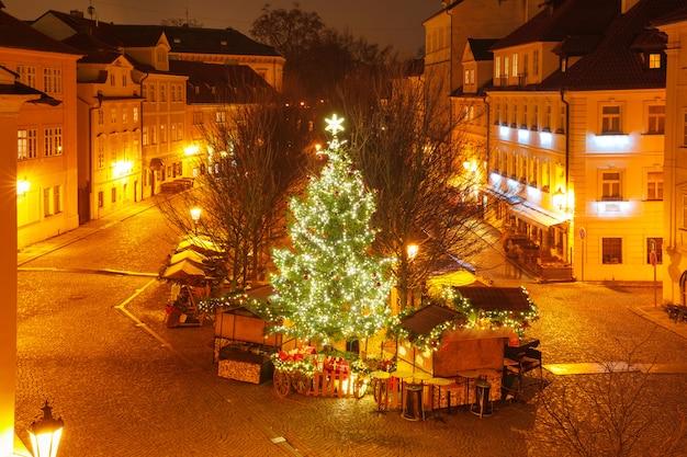 Plaza de la ciudad vieja de cristmas en praga, república checa