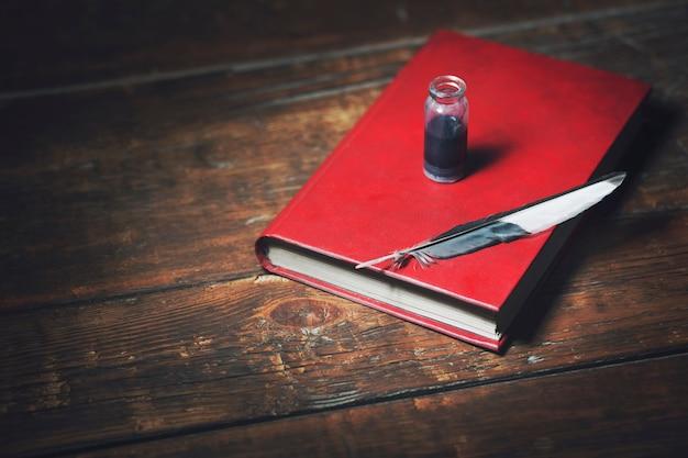 Pluma en el libro