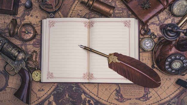 Pluma pluma en libro diario
