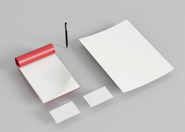 Pluma y tarjetas de visita de espacio de copia de alta vista