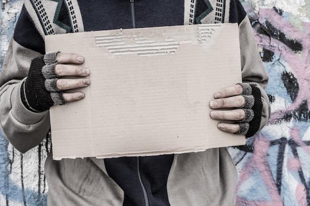 Pobre hombre sin hogar